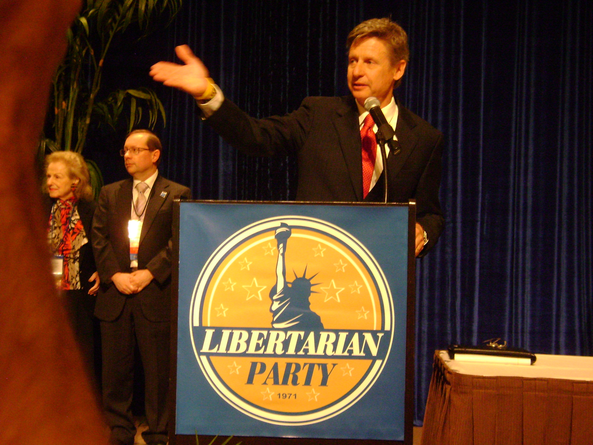 Johnson Wins Libertarian Presidential Nomination on First Ballot